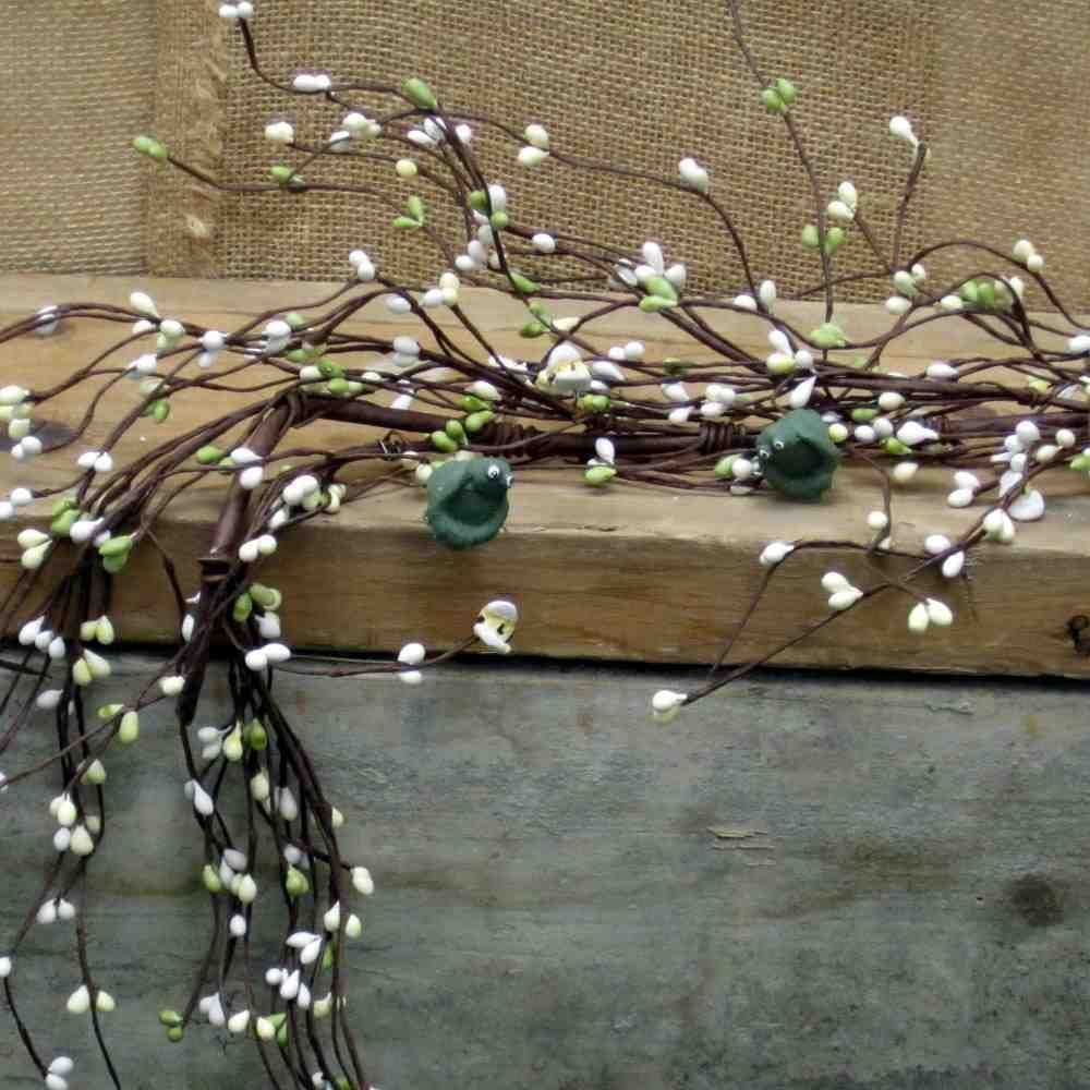This cute Pip Berry Garland in Apple Green and Cream with