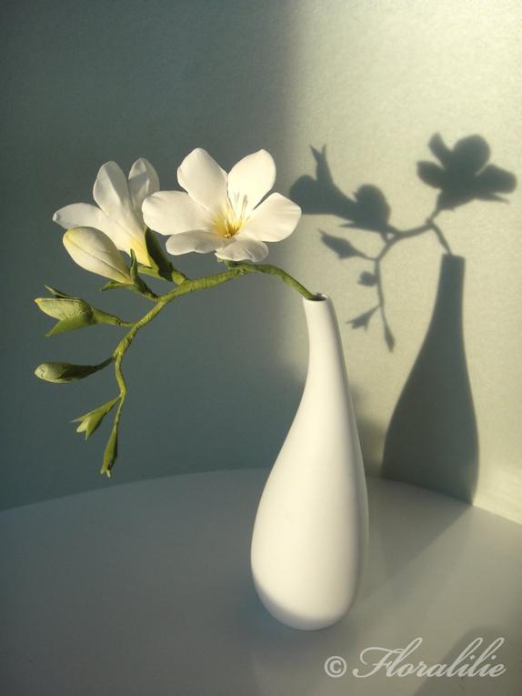 freesien aus zucker von floralilie fondant torten pinterest blumen essbare blumen und zucker. Black Bedroom Furniture Sets. Home Design Ideas
