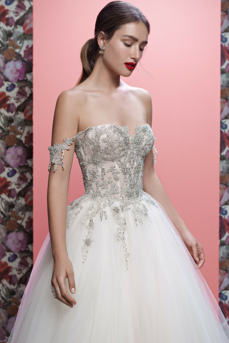 A wedding dress fit for a Queen - our #Mia is a dramatic princess ...