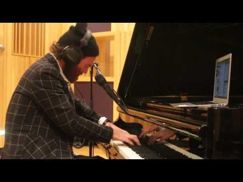 ▶Seriously love him. Studio Brussel: Chet Faker - I Want Someone Badly (Jeff Buckley Cover) - YouTube