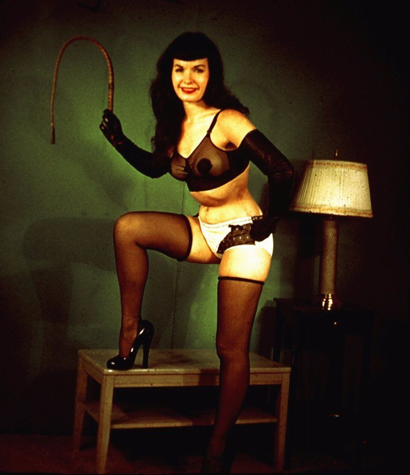 bettie-page-nude-color-guys-flirting-with-busty-girl