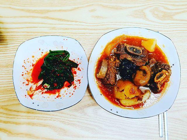 2016.10.14 - •Braised short ribs •Green Onion Kimchi - *Braised short ribs is considered as luxury food in Korea. - #dailykfood #daily #korean #korea #food #kfood #foodie #foodporn #instafood #eatstagram #foodstagrams #yummy  #한식 #한국음식 #매일반찬 #오늘반찬 #갈비찜 #파김치 #먹스타그램 #냠스타그램 #맛있다그램 #맛스타그램 #푸드스타그램 #일상스타그램 #먹방  Yummery - best recipes. Follow Us! #foodporn