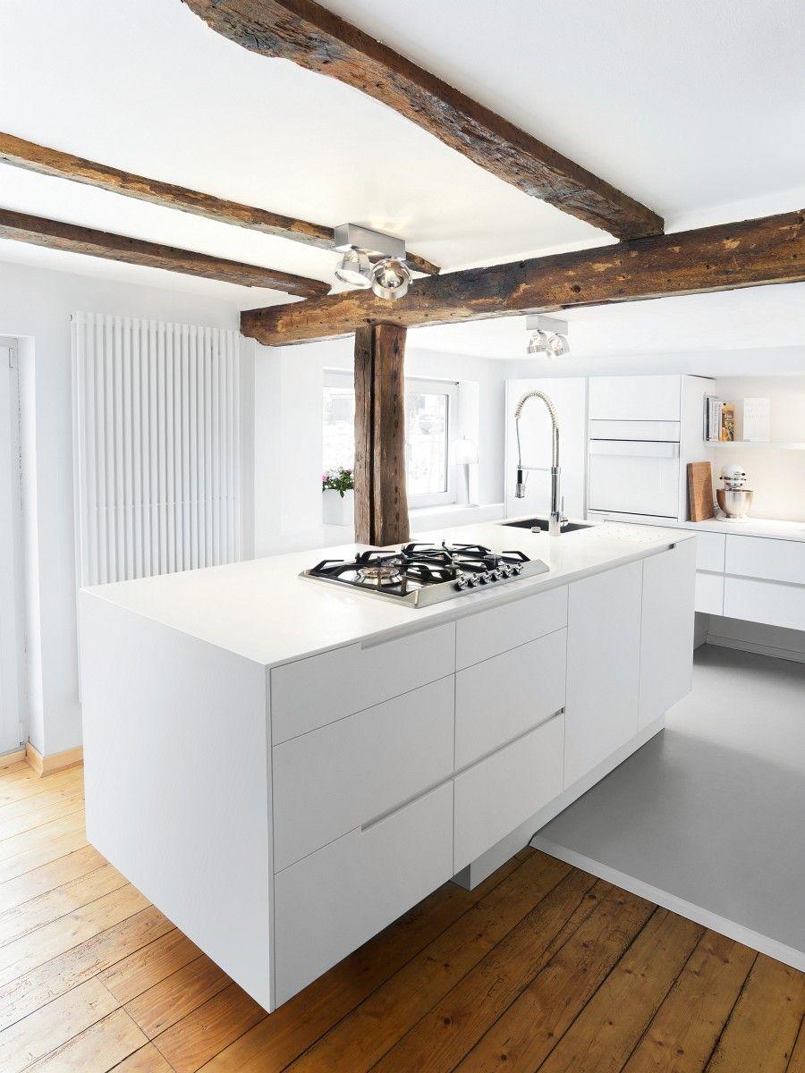 Insel mit Spüle, Kochfeld und Zubereitungsfläche. | Kitchen Interior ...