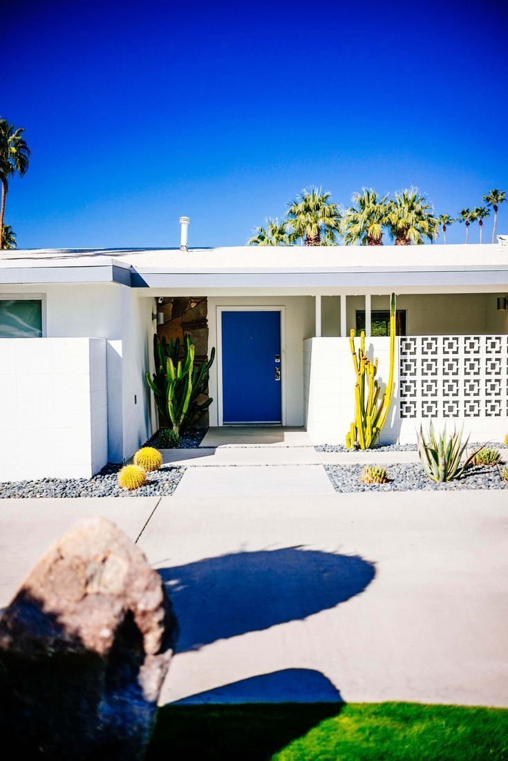 Tour The Beautiful Mid Century Homes In Palm Springs The Taste Sf Palm Springs Mid Century Modern Palm Springs Architecture Mid Century Modern Exterior