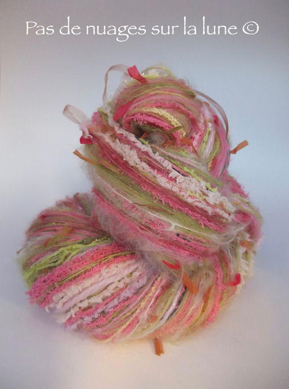 """°°°RESERVE°°°Echeveau de laine assemblée main Abracadabra """"Fleurettes en herbe"""""""