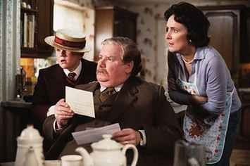 This Fan Theory Explains Why The Dursleys Were So Awful To Harry Potter Harry Potter Theories Harry Potter Pottermore Harry Potter Blog