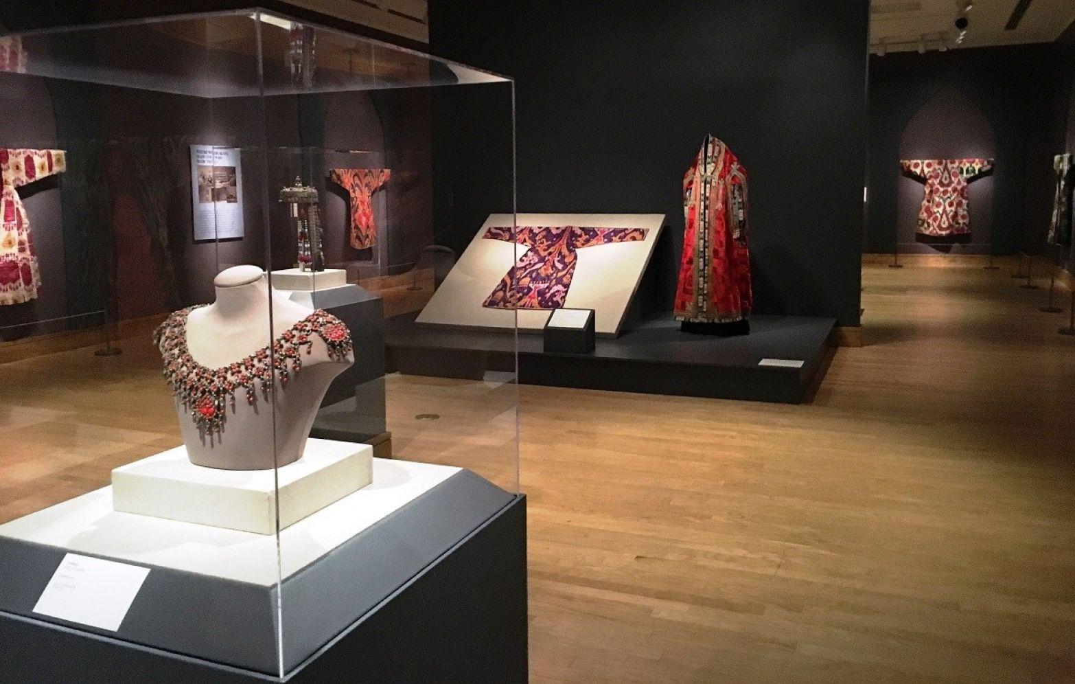dayton art museum jewelry exhibit