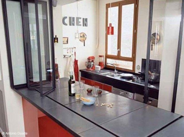 ici le bar du salon devient plan de travail c t cuisine des vitres cr ent une s paration avec. Black Bedroom Furniture Sets. Home Design Ideas