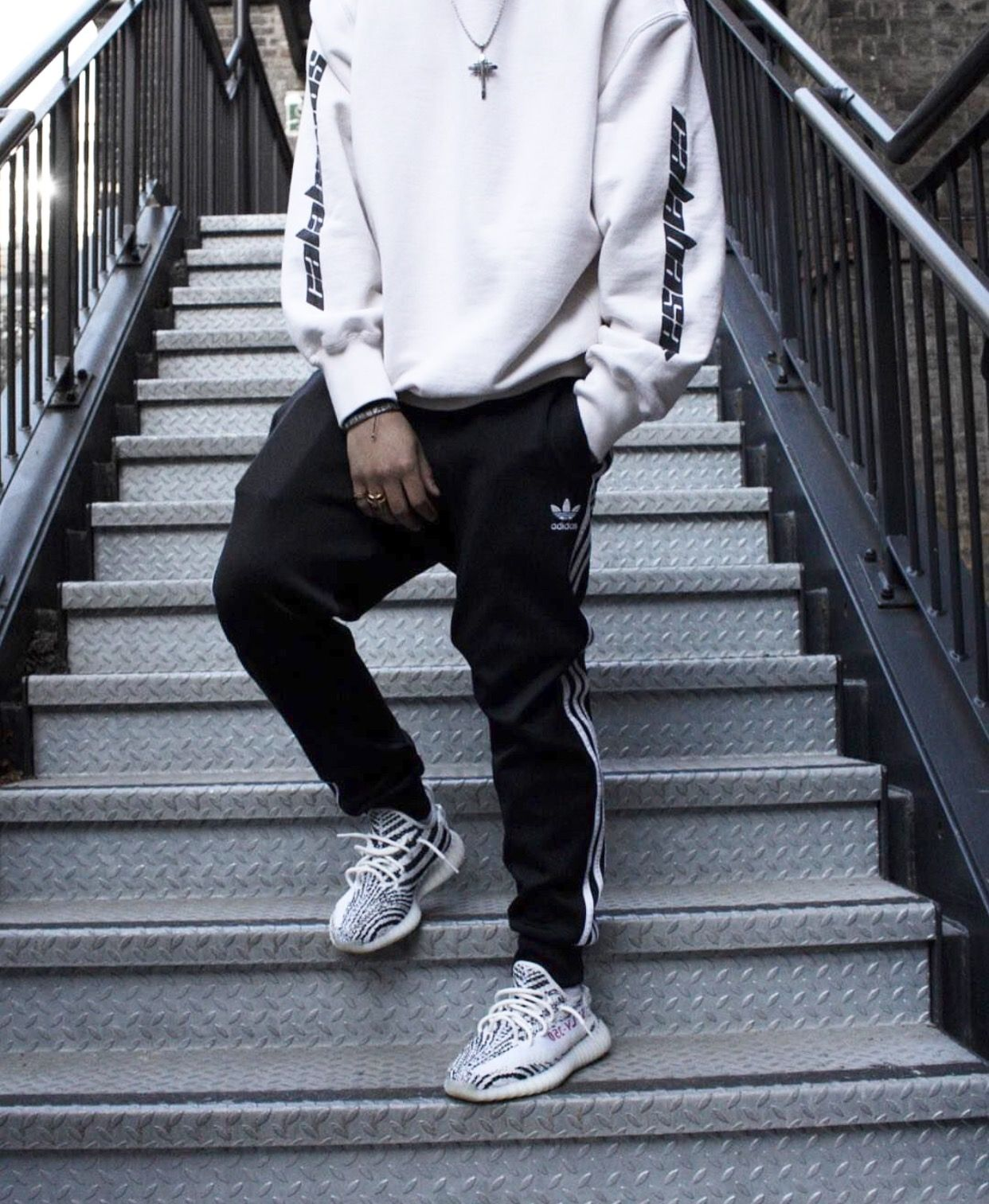 kortingsbon super schattig discountwinkel Vanessa Lawrence on in 2019 | Yeezy outfit, Yeezy fashion ...
