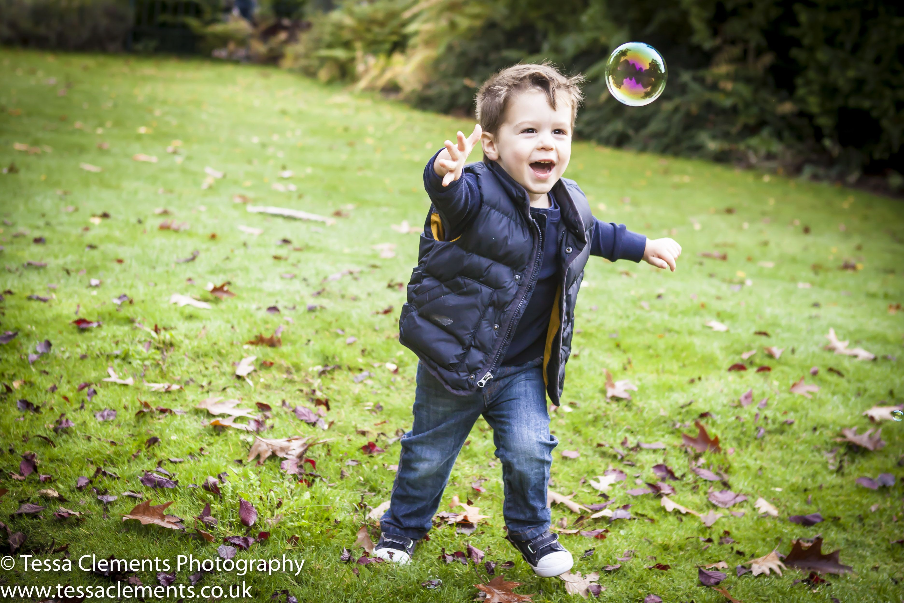 Family fun in Kelsey Park Professional family photographer