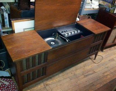 1967 Clairtone 711 Midcentury Danish Record Player Console Cabinet