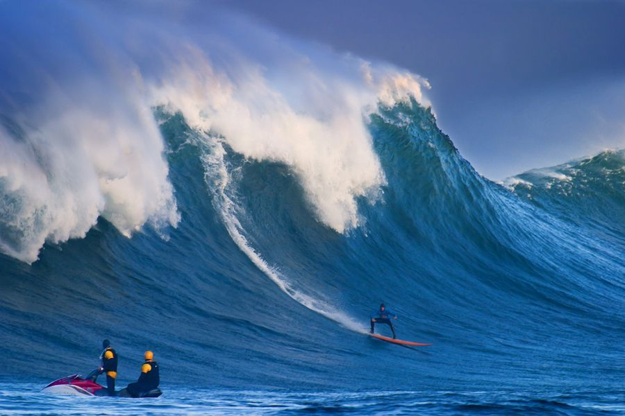 Monster Surf. Big wave surfing at Dungeons in Hout Bay