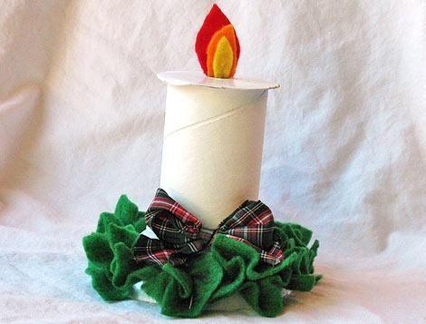 Vela de navidad hecha con el tubo de cartón del papel higiénico