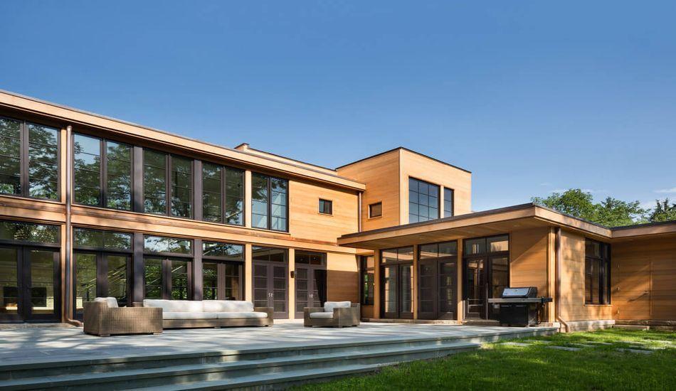 Ravissante maison contemporaine en bois avec sa vaste terrasse aux ...