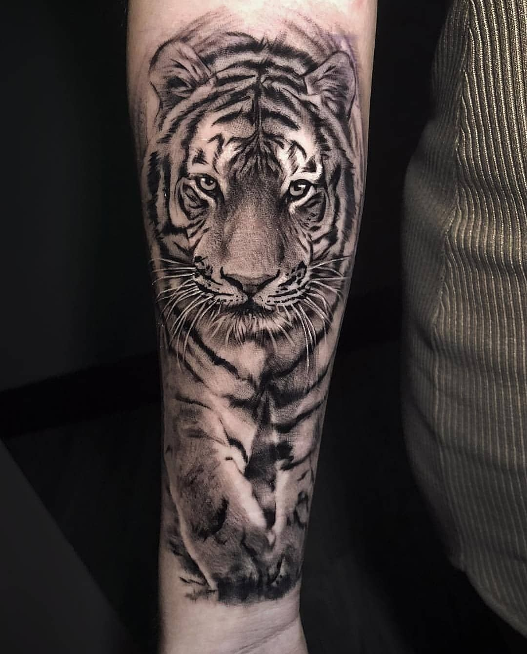 Tiger🐯🐯🐯 tattoo by shine_tattoos Shine tattoo, Mens