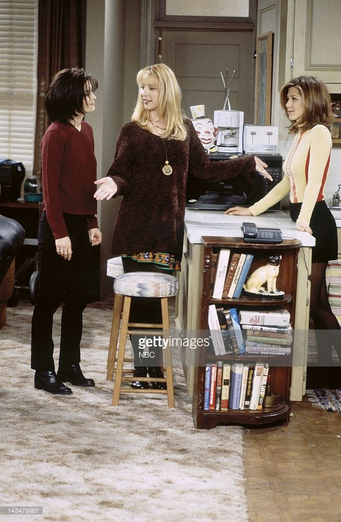 FRIENDS -- 'The One Where Ross and Rachel...You Know' Episode 15 -- Pictured: (l-r) Courteney Cox Arquette as Monica Geller, Lisa Kudrow as Phoebe Buffay, Jennifer Aniston as Rachel Green