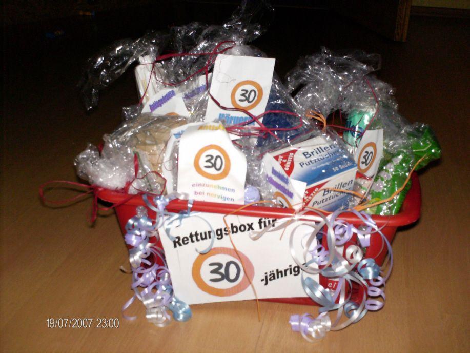 Rettungsbox Fur Eine 30 Jahrige Creadoo Com Geschenke Geschenkideen Geburtstagsgeschenk Fur Freund