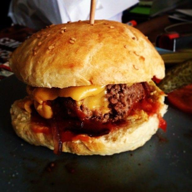 Les mini burgers faits maison en cuisine le sal mini burgers mini et food - Consomme de boeuf maison ...