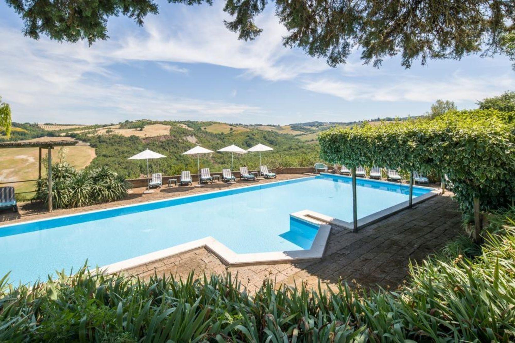Kaufe In Der Toskana Wunderschones Landhotel Mit Einem Traumhaften Panoramablick Kaufpreis Wurde Auf 2 300 000 Euro Real Estate Buying Tuscany Tuscany Italy