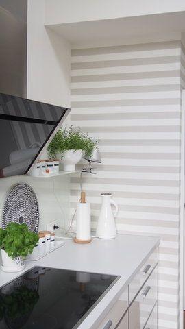 Gestreifte Tape In Der Kuche Wallpaper Kitchen Kuche Tapezieren Dekor Wandgestaltung