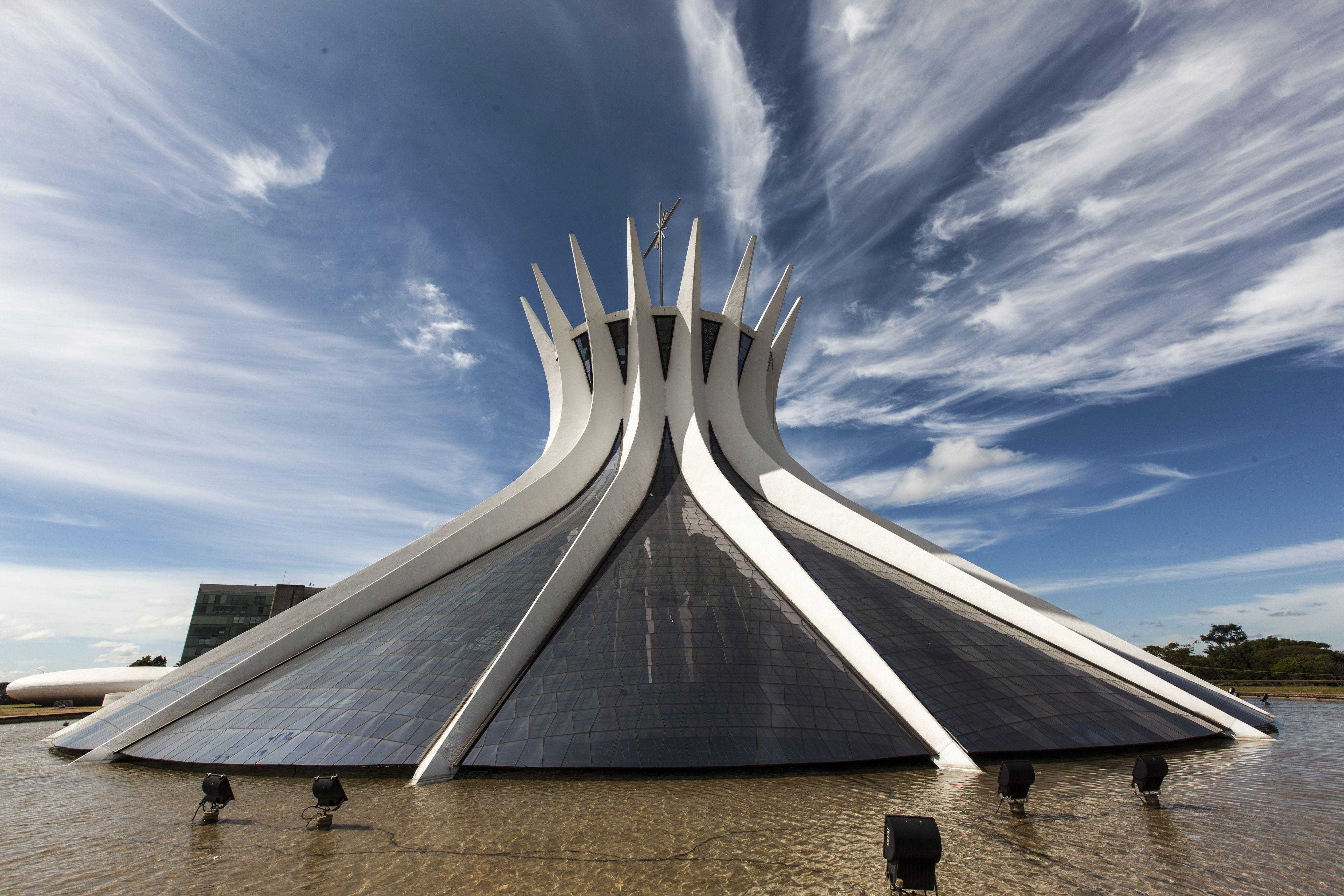 1988 Oscar Niemeyer Arquitecto Brasileño, nacido en Río de Janeiro. Fue un  pionero en la exploración de las posibilidades … | Hormigon armado,  Arquitectos, Ciudades