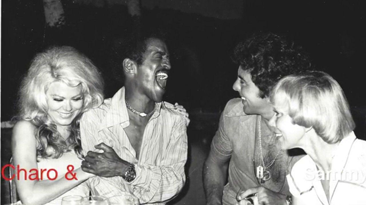 El cantante y presentador mexicano Fito Girón en pleno intercambio de risotadas con Sammy Davis Jr.