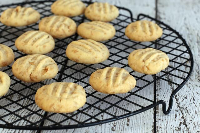 These maple flake shortbread cookies are sweetened with a little brown sugar and the crunchy little maple flakes. They're super simple to mix and bake.