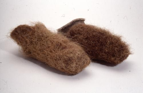 Nalbound socks from Repola, Russia (near border of Finland). Year unknown. Made of horse tail/mane hair. Used in fishing. Lenght 26 cm, width 14 cm.  http://fi.wikipedia.org/wiki/Poraj%C3%A4rvi_(Aunuksen_Karjala)