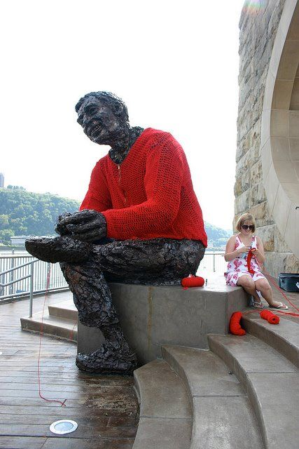 Love The Sweater The Fred Rogers Memorial Statue In Pittsburgh Pennsylvania Created By Robert Berks And Opened To The Public On Yarn Bombing Yarn Yarn Art