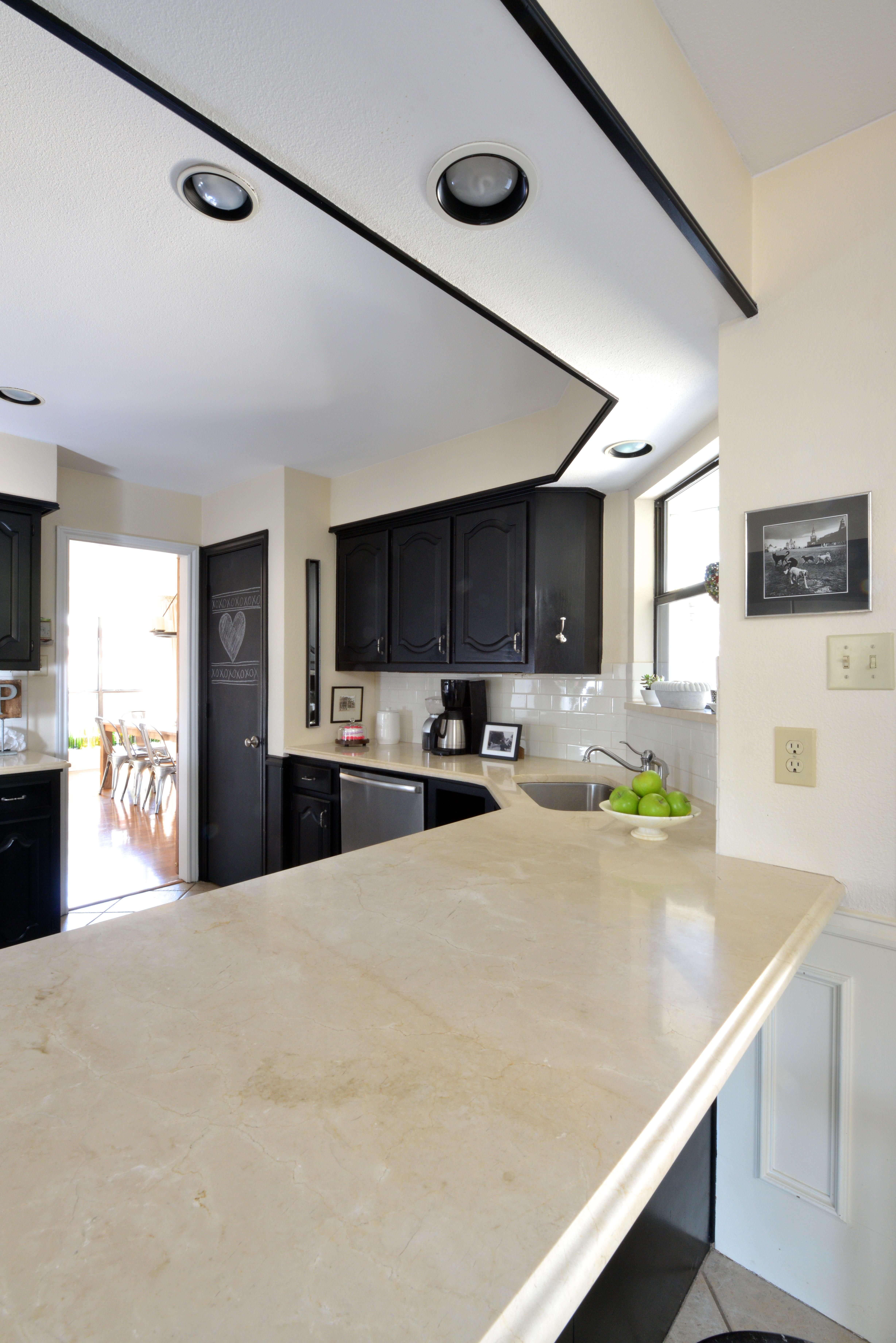 Crema Marfil Honed Marble Kitchen. Design By Tattered Style, Fabrication By  Inri Fabrication.