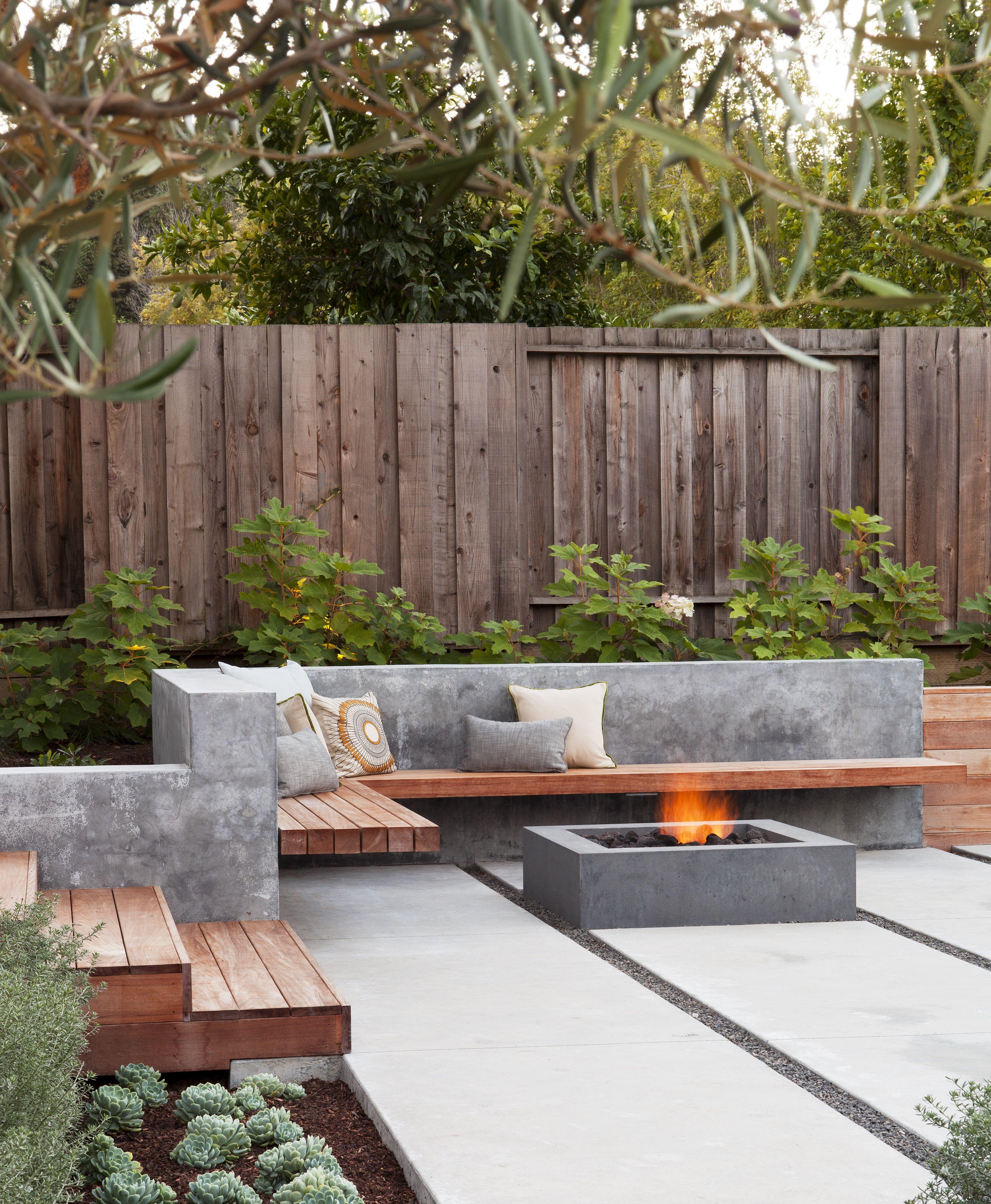 Hardscaping 101 Poured In Place Concrete Gardenista Modern Outdoor Patio Small Backyard Landscaping Small Backyard Gardens