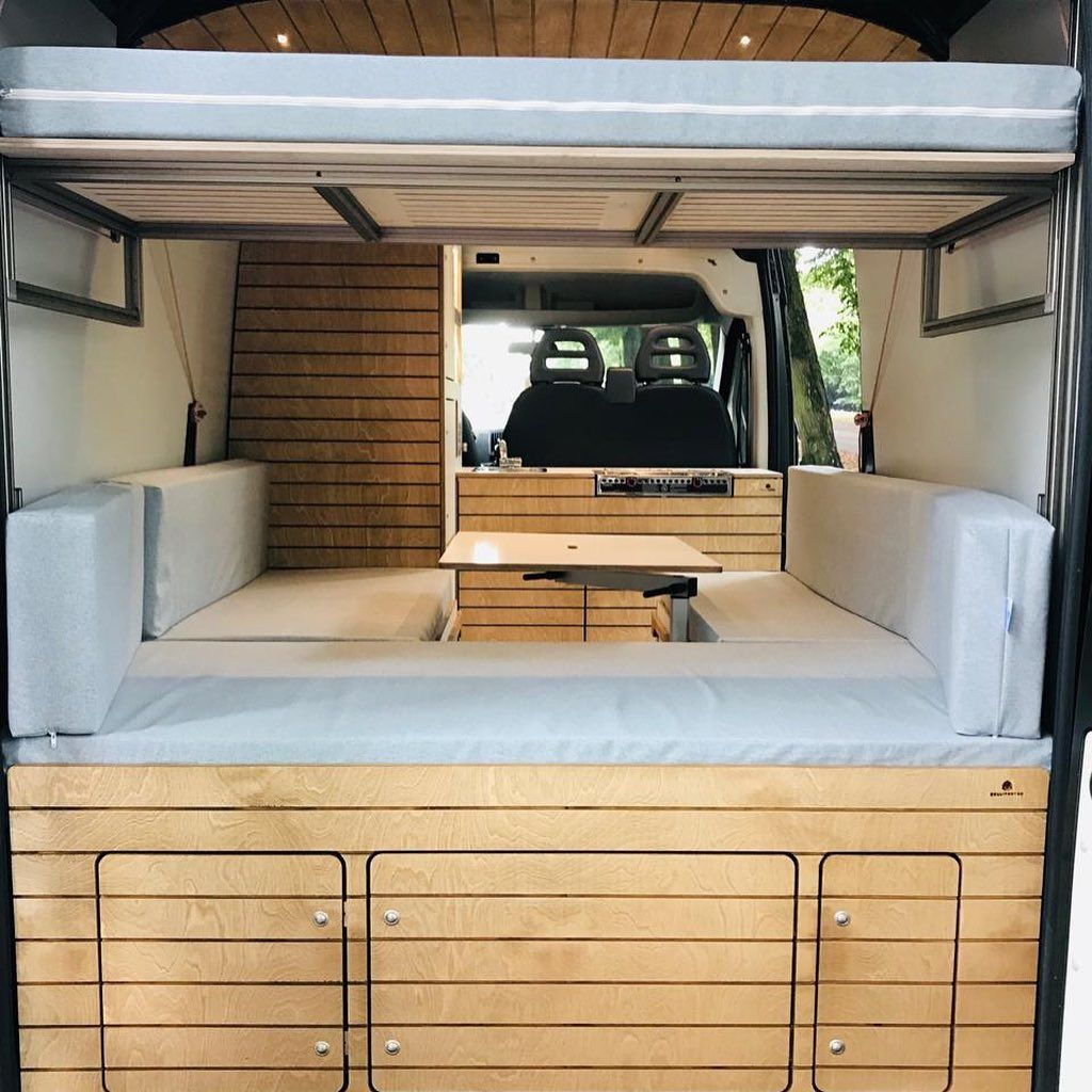 Camper Individualausbau mit großem Bett, Hubbett für