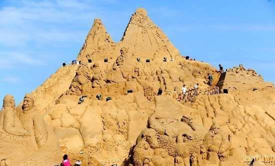 The Zhoushan Sand Sculpture Festival Boasts the World's Largest Sand Sculpture #architecture #uniquearchitecture