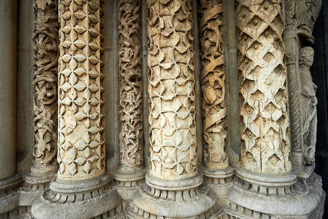 Gothic Sculpted Columns From The Cathedral Of Chartres France Romanesque Art Chartres Middle Ages Art