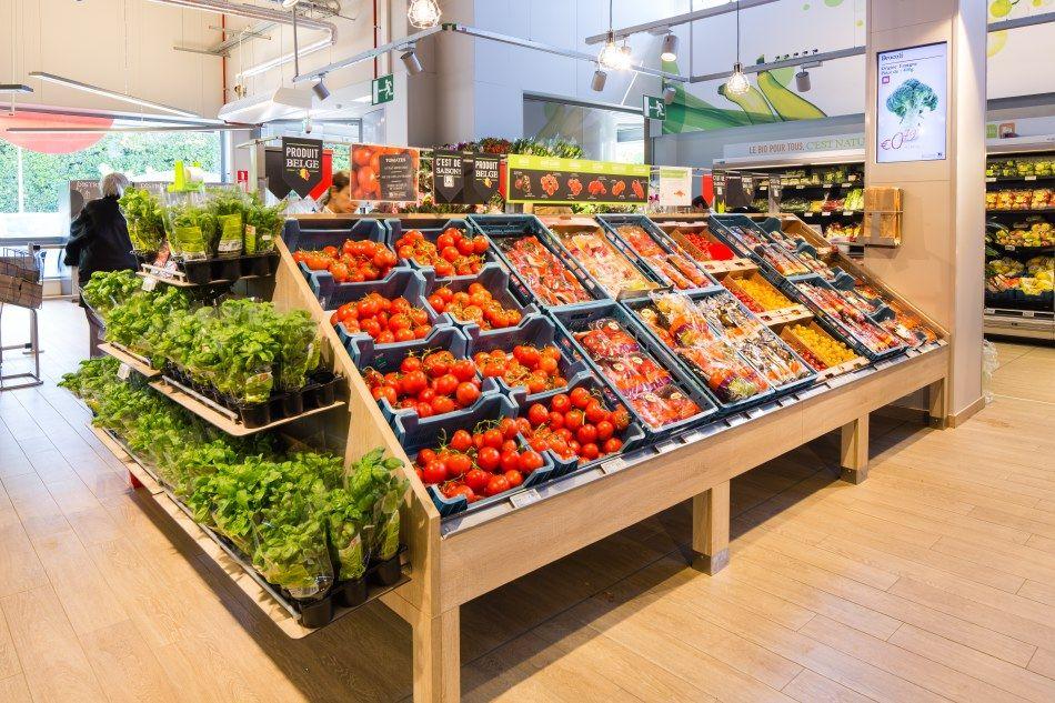 Delhaize By Minale Design Strategy Retail Design Fruit Vegetable Display Loja De Fruta Loja De Carnes Expositores De Loja