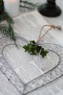 chicken wire heart... darling! Could totally do an initial the same ...