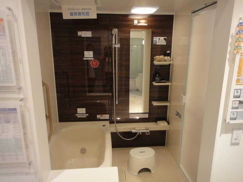 黒色の床は水アカが大変 浴室の配色を模型で比較検討 床 配色 お風呂