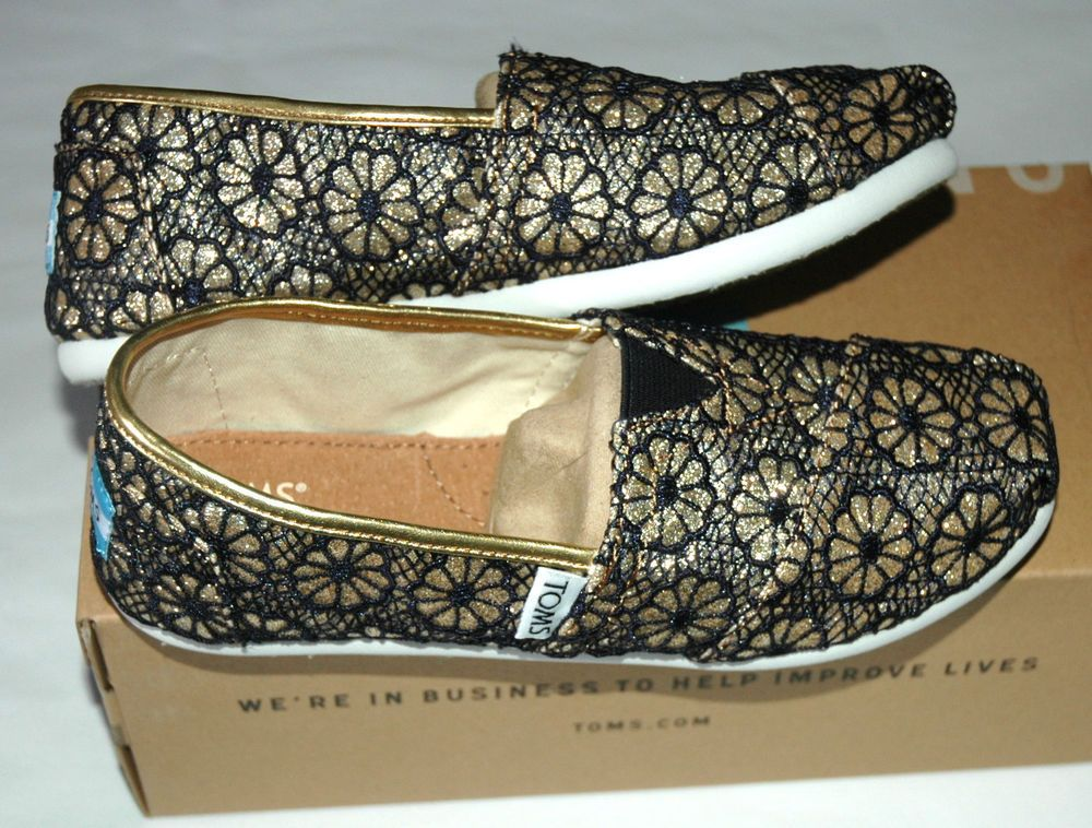 4b4437690e05 TOMS Youth Girl's Gold Navy Crochet Glitter Youth Size 3.5 #TOMS  #CasualShoes