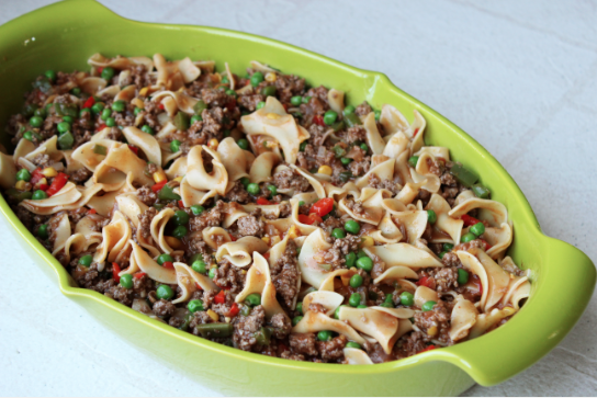 Skinny Beef Casserole: only 360 calories per serving! Ground sirloin and yummy veggies make this a well rounded dish.