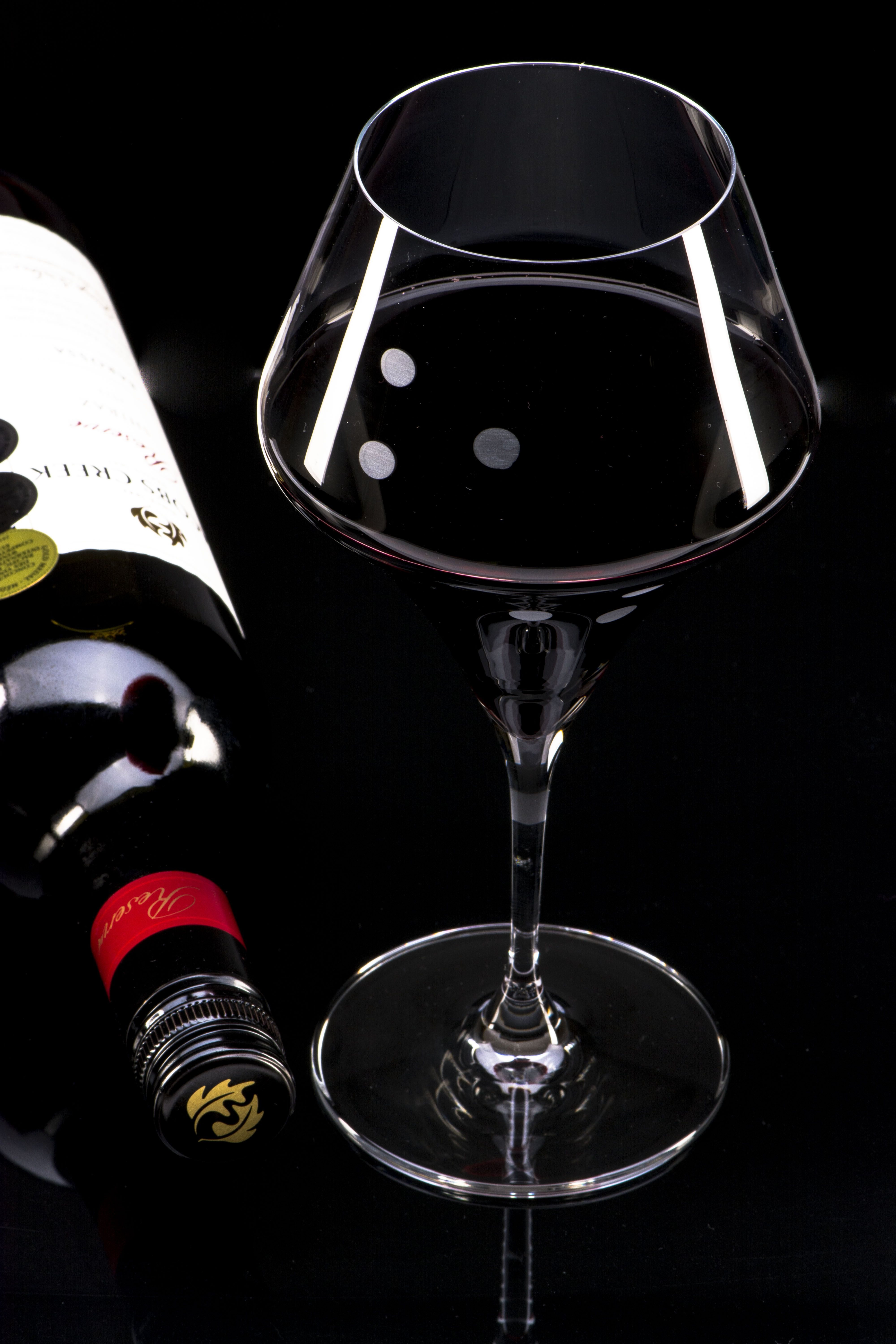 Luxury Look And Feel Of This Diamond Shaped Glass Is Unique Www Glasswithcrystals Com Vinos Licor Bodegas