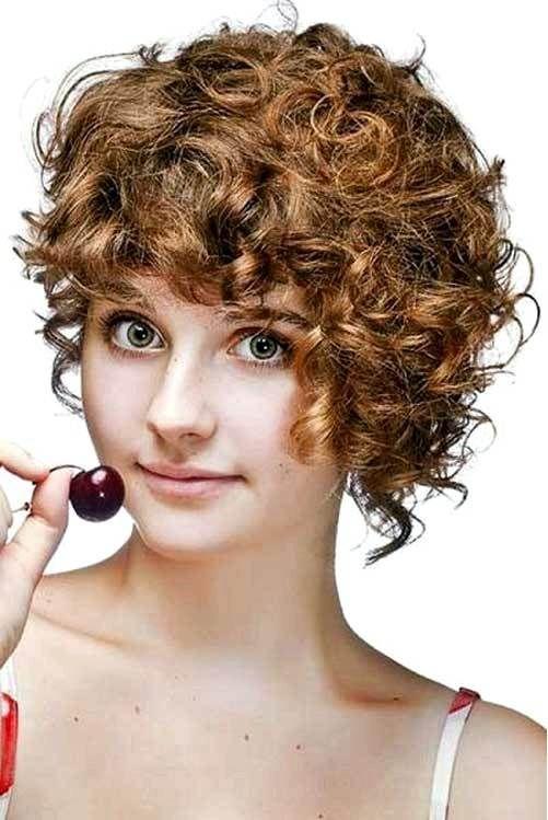 Kurze Lockige Frisuren Fur Runde Gesichter Neue Frisuren