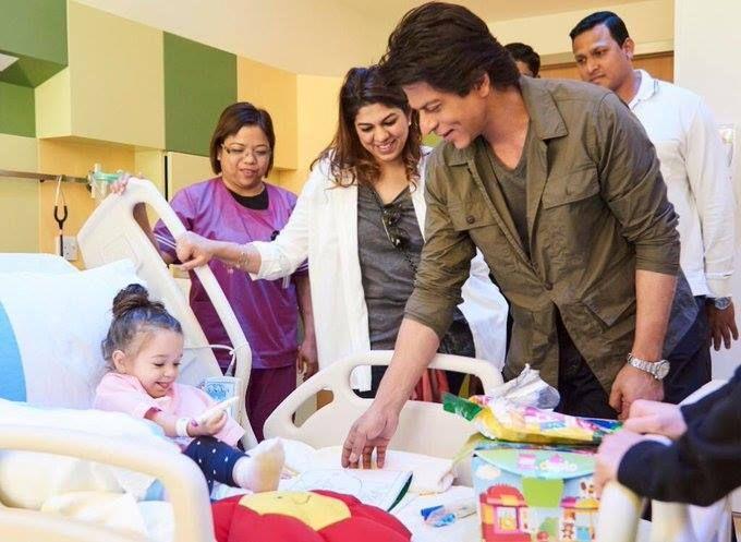 Iamsrk Visits Jalilachildrens Specialty Hospital Khan Shahrukh Khan New Cinema