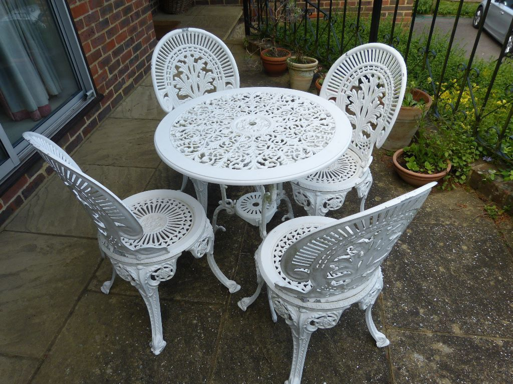 pin by annora on home interior garden furniture painted furniture rh pinterest com
