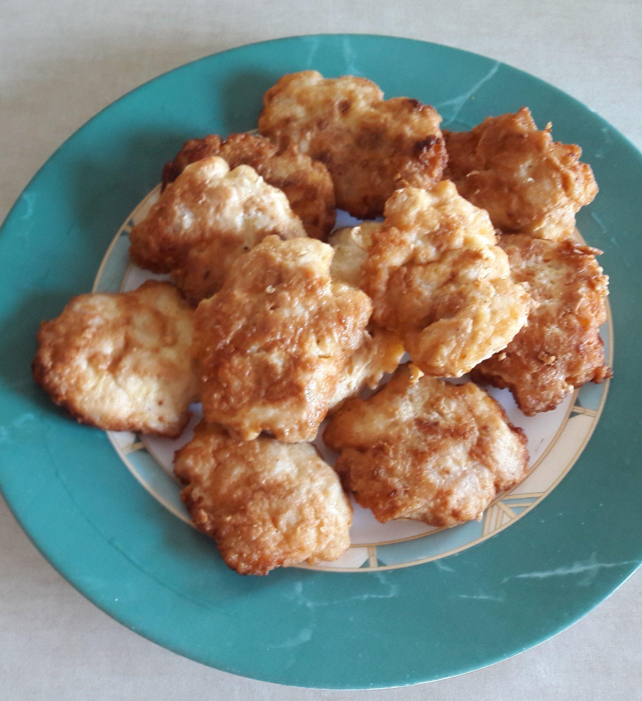 Kotleciki z kurczaka pod pierzynką Delikatne kotleciki z piersi kurczaka. Banalny kurczak, niebanalne danie 😉 Zapraszam do wypróbowania.  #obiad #naobiad #daniazkurczaka #mięso #daniazkurczaka #kurczak #kotletyzkurczaka #kotletydrobiowe #kotletyzfileta #przepisykulinarne #pasibrzuszek #blogkulinarny #blogerkulinarny