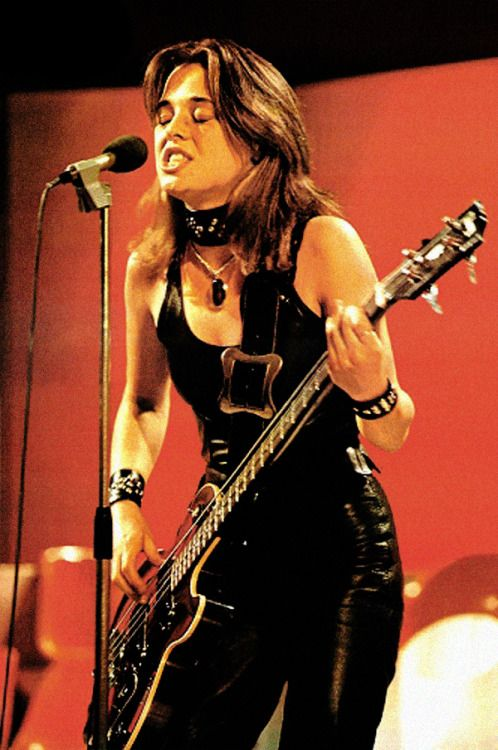 SUZI QUATRO US rock musician in 1974 Stock Photo - Alamy