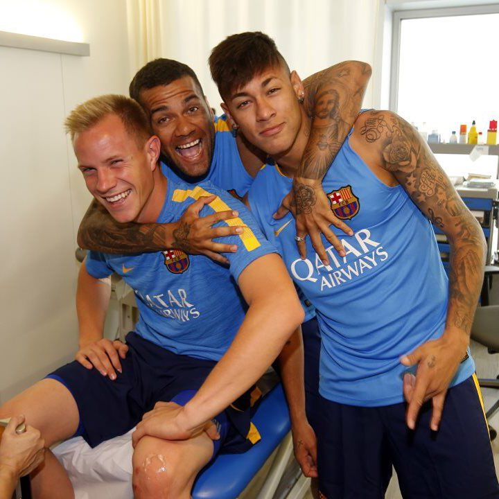 FC BarcelonaさんはInstagramを利用しています:「Medicals for @mterstegen1 @neymarjr @danid2ois Proves mèdiques per #TerStegen #Neymarjr i #Alves Pruebas médicas para Ter Stegen, Neymar Jr. y Alves #igersFCB #FCBarcelona」