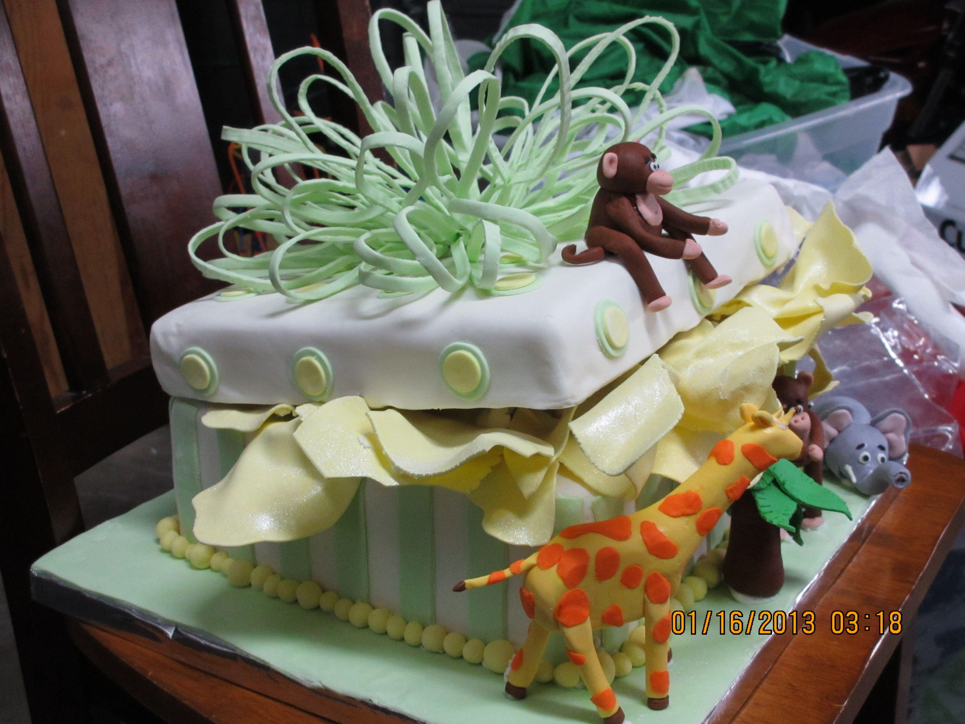 Baby Shower cake with gumpaste animals