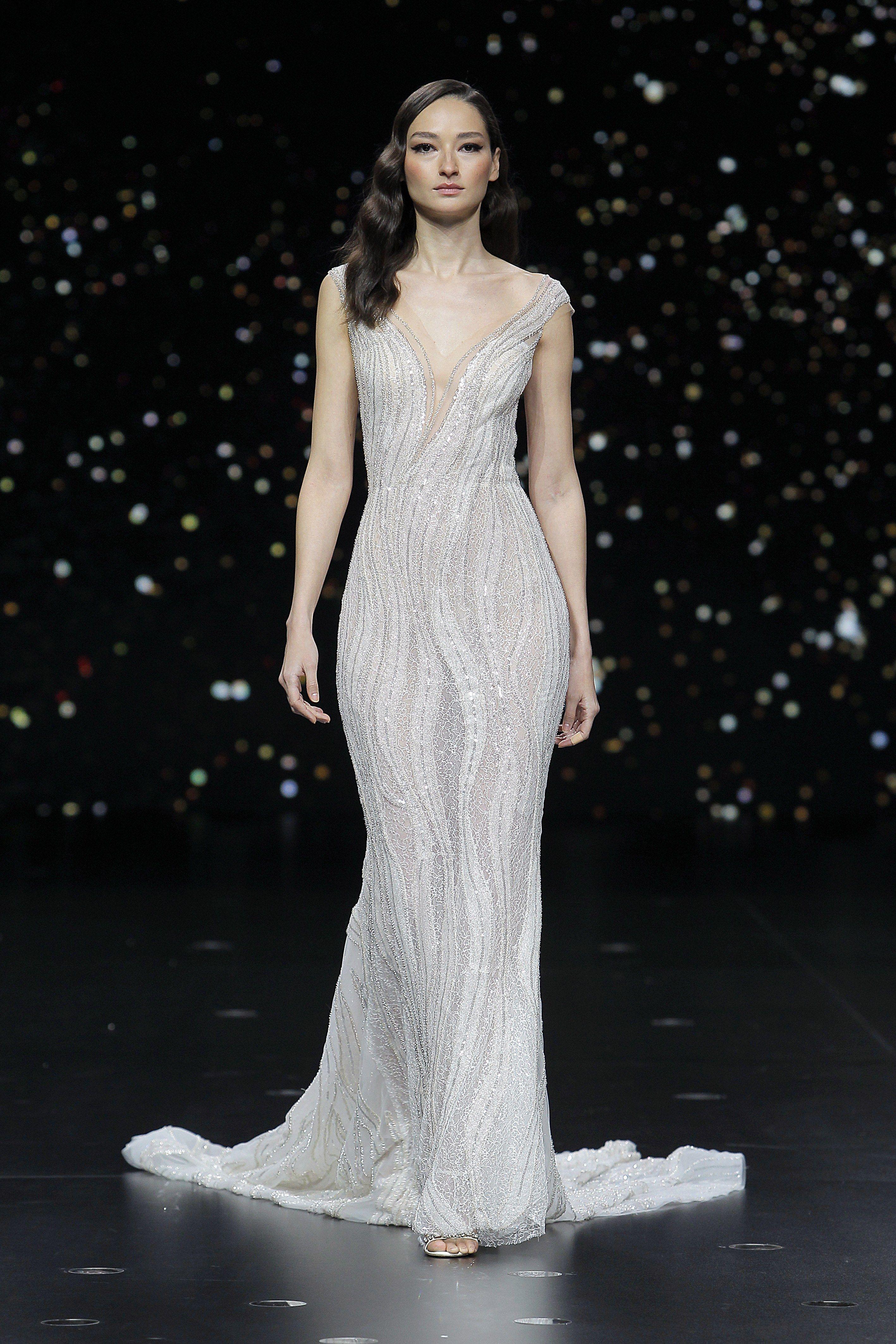 13++ Pronovias strapless lace wedding dress information