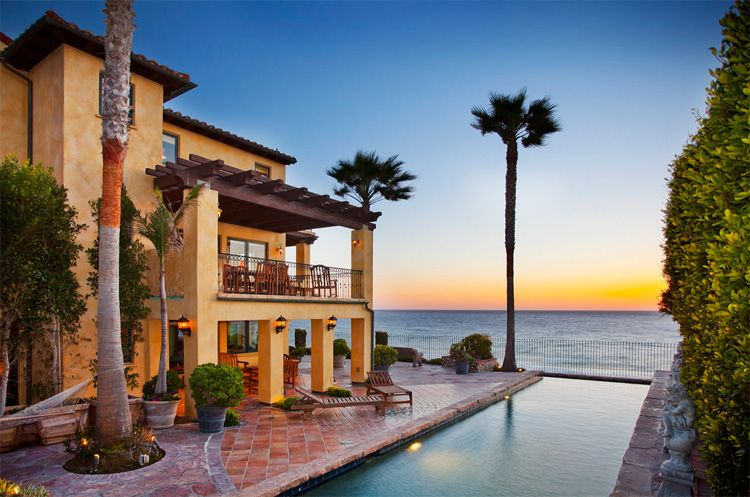 9 Los Angeles Beachfront Homes With Million Dollar Price Tags Beachfront House Malibu Homes Luxury Homes Dream Houses