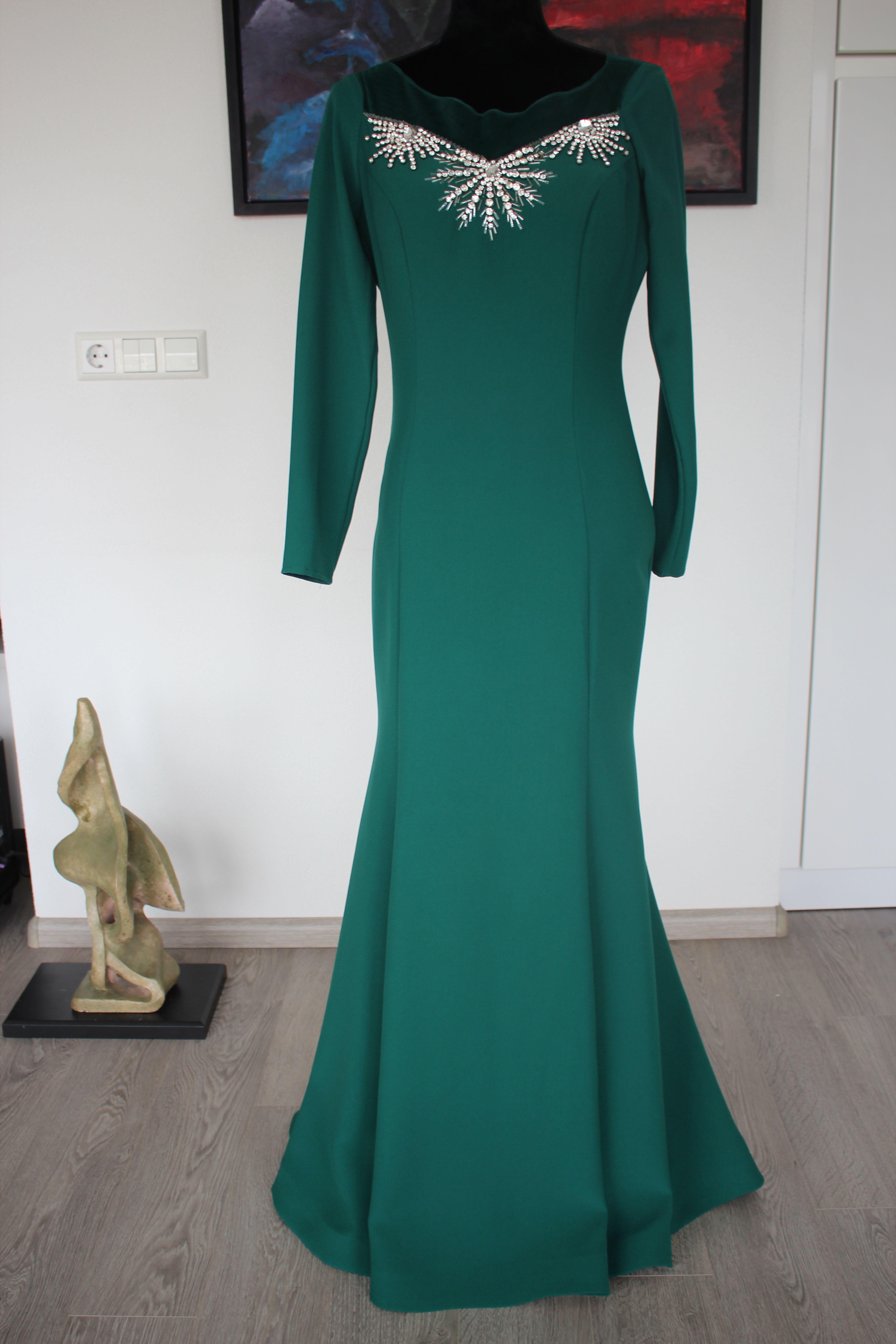 Photo of Grünes Abendkleid mit Steinen